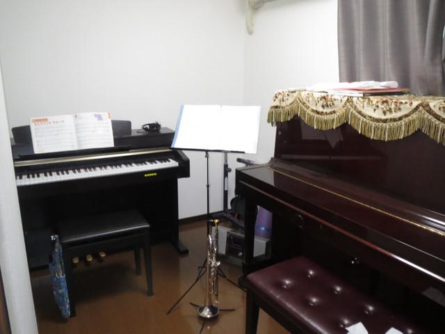 お客様から送っていただいた写真です。無事にピアノ搬入も済み防音室楽しんでいただけています!