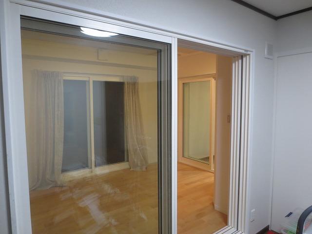 4面に窓があるのでとても開放的で爽やかなお部屋です。