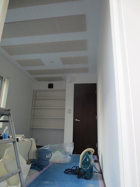 戸建住宅和室を約6畳のピアノ室に改修工事です。 音源は YAMAHA C3 です。