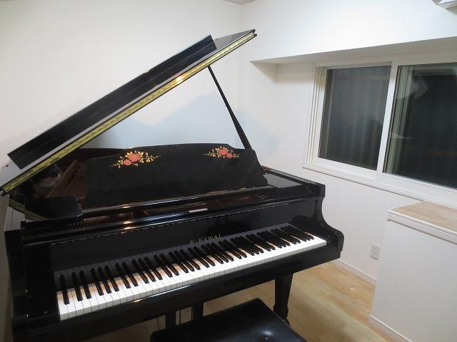 完成しました。天井には吸音パネルを取り付け24時間いつでもピアノを弾くことが可能です。
