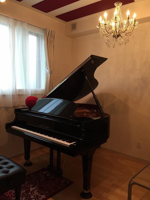 新築戸建住宅にピアノ教室用の防音室をつくりました。 ハウスメーカーさんとジョイント工事です。 ピアノも入り素敵なお部屋になりました。