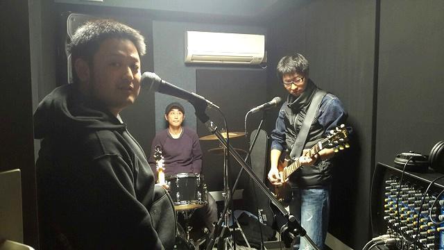 ドラムや器材が入ったお写真をいただきました。お客様をはじめ、バンドのメンバーのみなさんにも喜んでいただけたとのこと。。。 スタッフ一同大変うれしいです!!ありがとうございました。