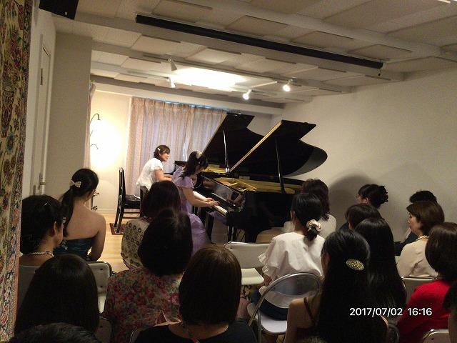 お客様からお写真が届きました♪ サロンを「 クララ・ザール・Sagami」と命名されたそうです! 弊社防音室が活躍できているようでうれしく思います。
