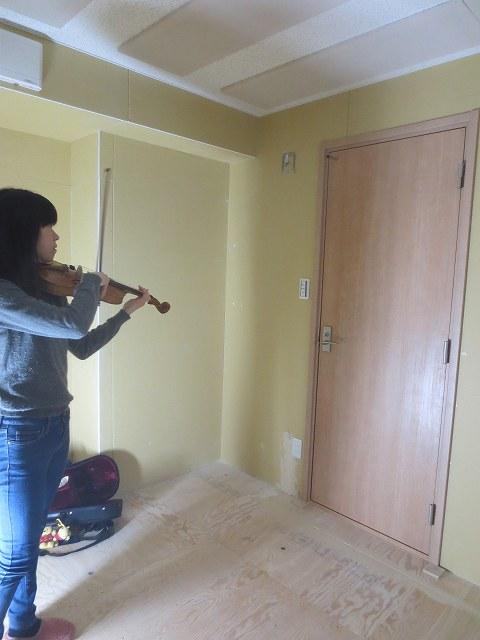 木工事完了後にお客様に演奏していただきました。 工務店さんに引き継ぎます。クロスと床フロアの施工後が楽しみです。