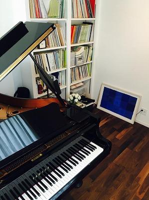 ピアノ搬入後のお部屋にお邪魔し、写真を撮らせていただきました。