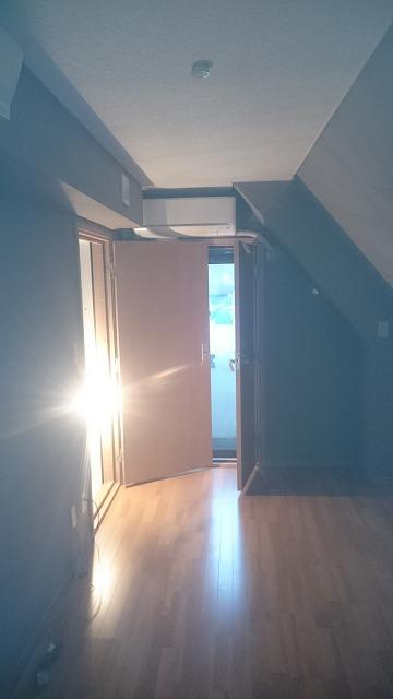 完成です。斜め天井のあるお部屋です。