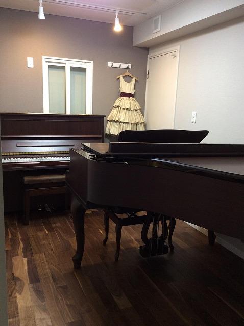 工事完了後、お客様よりピアノが入ったお写真をいただきました。 雰囲気のあるグランドピアノもはいり、素敵なお部屋になりました。