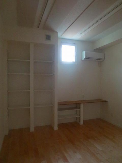 完成しました。床材も明るい色味でより明るい印象のお部屋です。