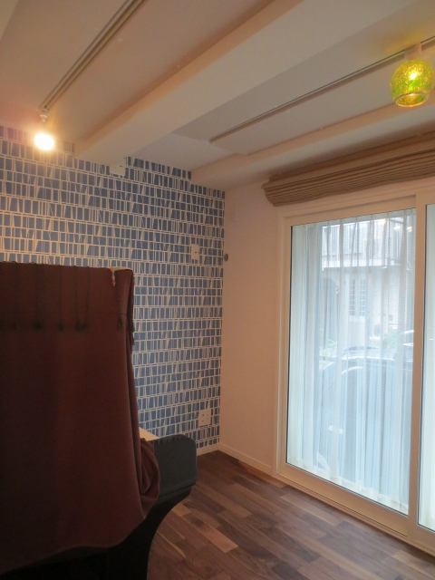 完成です。樹脂サッシの掃き出し窓からたっぷり日差しが入る明るいお部屋です。