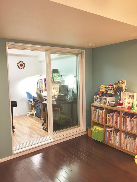 お客様から温かいお言葉とお写真をいただきました。 壁紙も素敵でリビングとも連動した空間に仕上がりました。