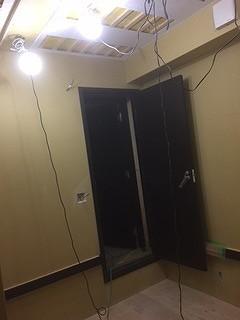 出入り口には木製の防音ドアを2重で設置しています。 完成が楽しみです♪