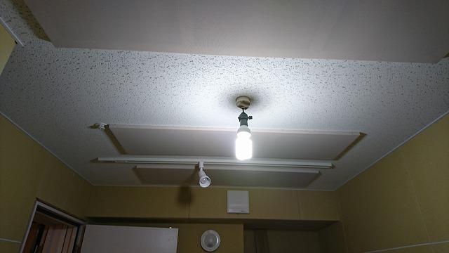 クロス前の写真ですが完成になりました。 天井は吸音天井に仕上げて音の反響を調節しています。 防音工事はもちろんですが音響にもこだわってつくっています。