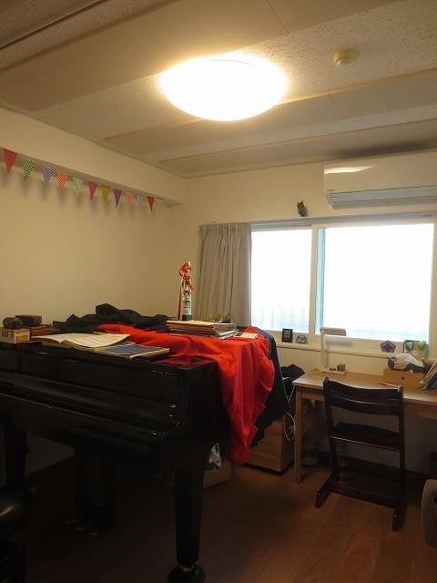 クロス施工後のお部屋にお邪魔してお写真を撮らせていただきました。