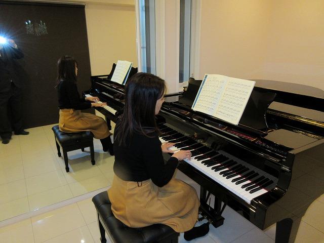完成です! お客様にピアノ搬入後、音の響きなどを確認して頂きました。