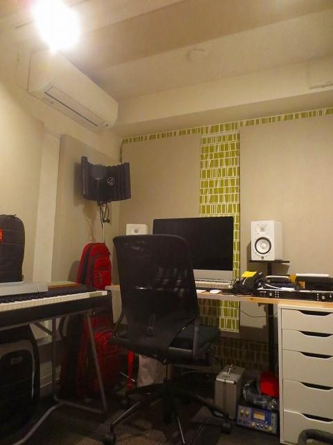完成し機材が入りました。 アクセントクロスが印象的なお部屋です。