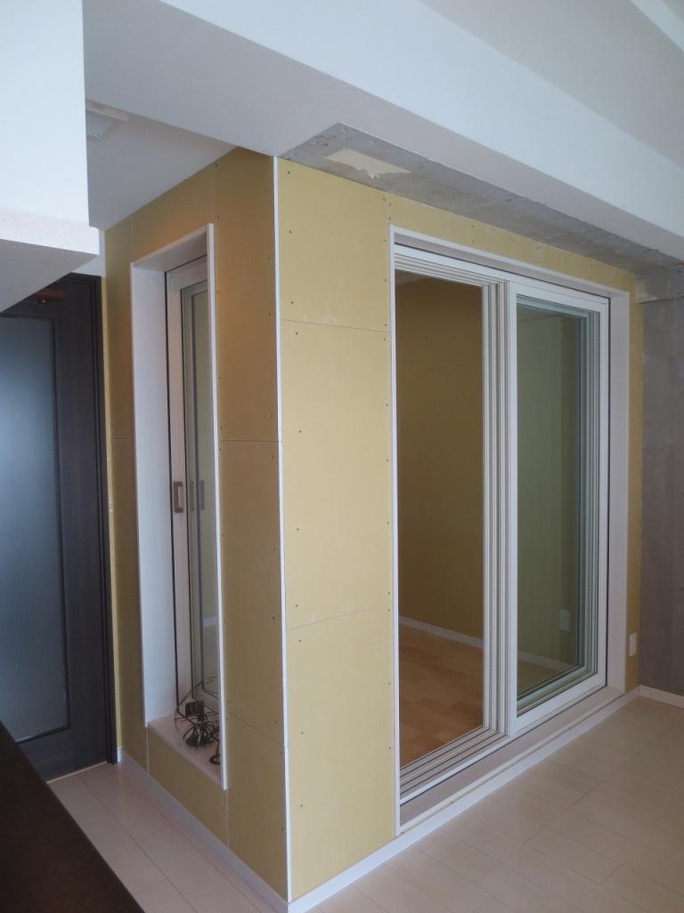 弊社の工事が完了しました。 全室クロス張替えのご予定があるため、防音室も同時にクロス工事を行ってもらいます。