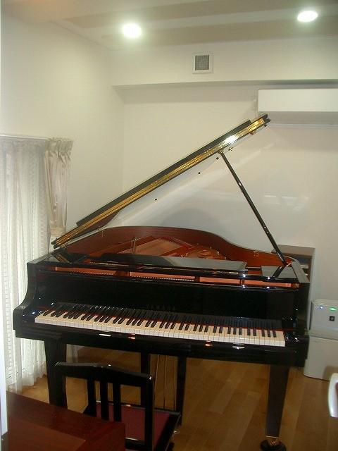 今年8月施工のピアノ室にピアノが入りました。