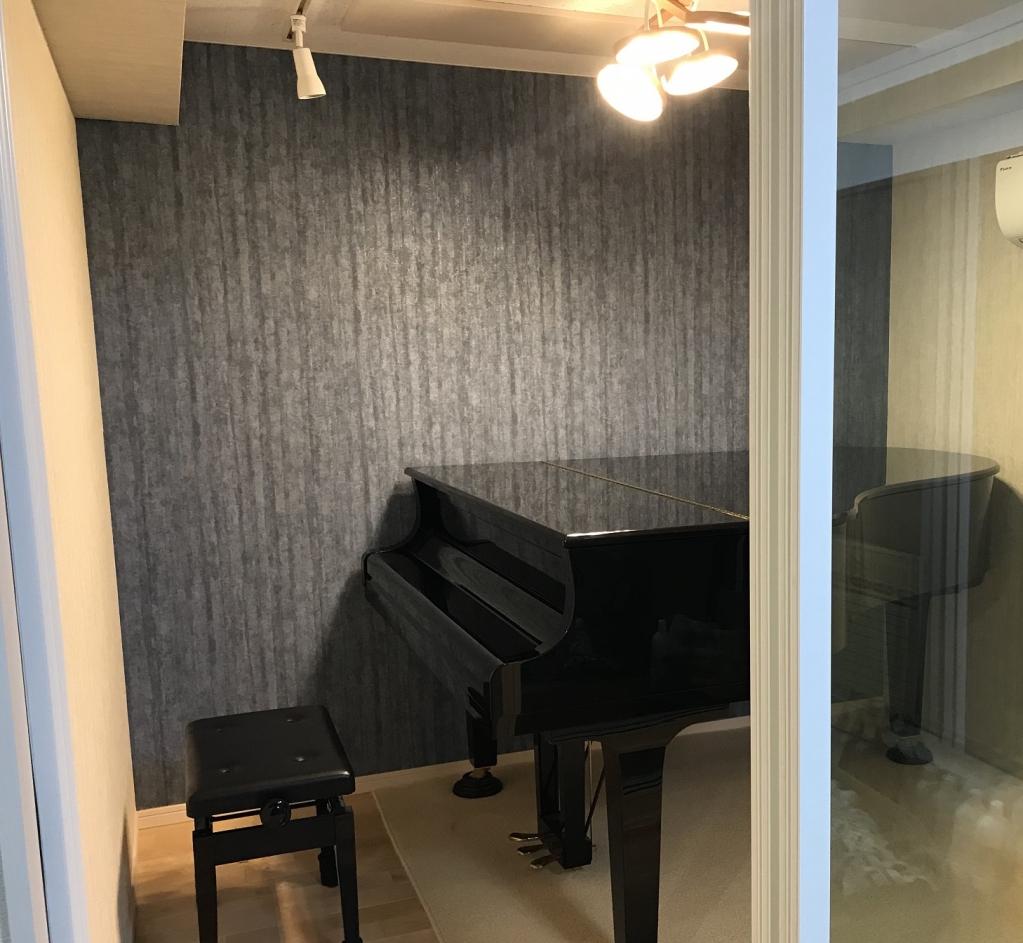 完成後にピアノが搬入されました。 照明も変わりまた雰囲気が変わりました。