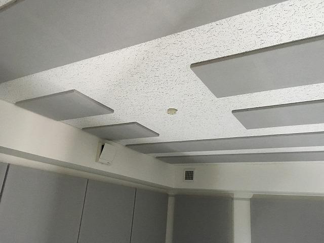 完成しました。天井には梁型で給排気ダクトボックスを設けています。