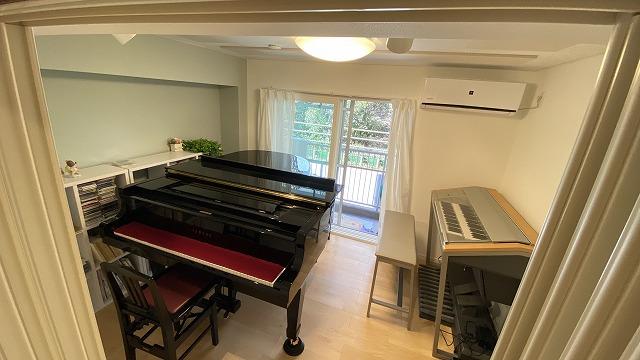 ピアノが無事に搬入されました。 また雰囲気が変わって素敵なピアノ室になりました。