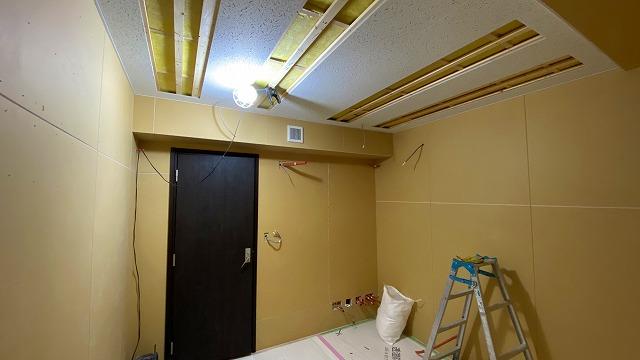 弊社の木工事が完了し、音テストを行いました。 もう一度本体工事に引き継ぎ内装の仕上げをして頂きます。 内装仕上げ後にパネル設置などに伺います。