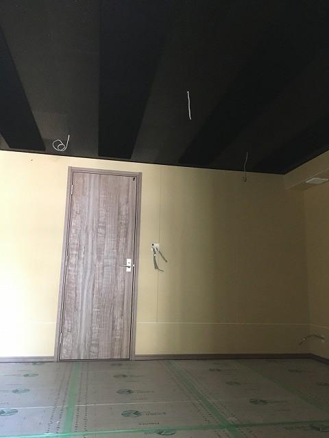 弊社の木工事が完了しました。 本体と一緒にクロスなどの内装仕上げを施工して頂きます。