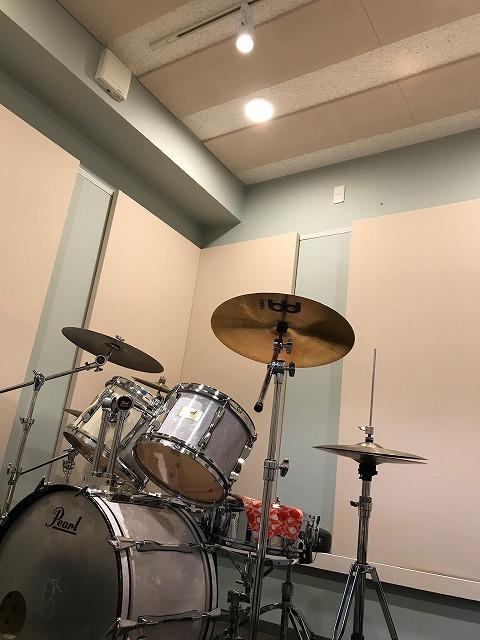 ドラムや機材搬入後のお写真を頂きました。 ありがとうございました。 クロスがとても爽やかな印象です。