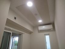 お引き渡しとなりました。 天井は吸音天井で仕上げています。 音の響きを調節して長時間の演奏でも疲れにくい音響に仕上げています。