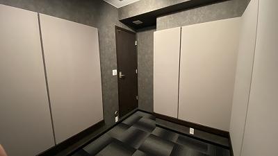 完成です!出入口には木製の防音ドアを2重で設置しています。