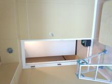 プラスターボードで壁を補強し、クロス貼りをして仕上げに入ります。
