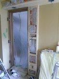 防音ドアの設置前。 ドアからは音が漏れやすいので慎重に工事を進めます。
