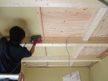 プラスターボードで 壁、天井を補強、防音