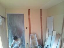壁の防音補強をして仕上げていきます。