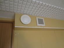 吸音天井、吸排気を設置し クロスを貼って完成です。
