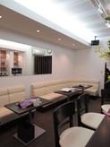喫茶にはカウンター席とソファ席があります。お気に入りの席ができそうな雰囲気ですよ。