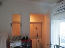 こちらは簡易レコーディング室です。