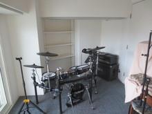 電子ドラムですがバンド練習も可能なスタジオになりました。