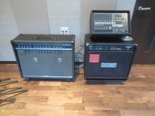 スタジオ機材はYAMAHAのミキサー、Rolandのギターアンプ、Fenderのベースアンプをそろえました。