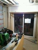 パイプに接触せずパイプを取り囲むようになんとか天井の下地が完成です。これぞ 建築屋の仕事ですね。ボックス式では作れません。