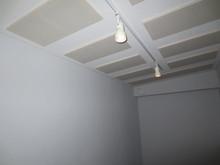 リブテック式吸音天井です。長時間練習しても疲れないお部屋を目指しました。