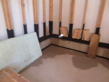 まずは床の遮音補強にはいります。 天井高2700mm確保のため浮き床コンクリート仕様にします。