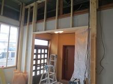 解体終了後、新しく防音室の骨組みを作っていきます。