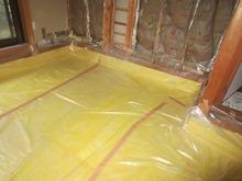 床の解体後、断熱材を敷き詰めます。 床コンクリートの下準備です。