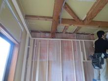 天井、壁も遮音補強していきます。
