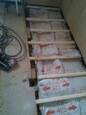 押入れの床部分も断熱材を詰め遮音補強します。