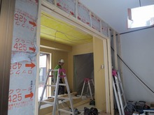 リビングとの間は2重の樹脂サッシの掃出し窓で開放的な空間に計画しています。