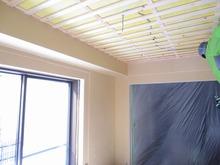 天井は吸音天井に仕上げていきます。