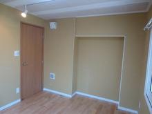 クロスをはる前のお部屋です。 はり終えるとまた印象が変わります。