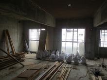 既存の天井・壁・床・・・ すべて解体です。