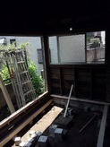 ハウスメーカーさんから引き継いだ改修前のお部屋です。開口部が多いので遮音性能を考えて 窓を減らす計画です。